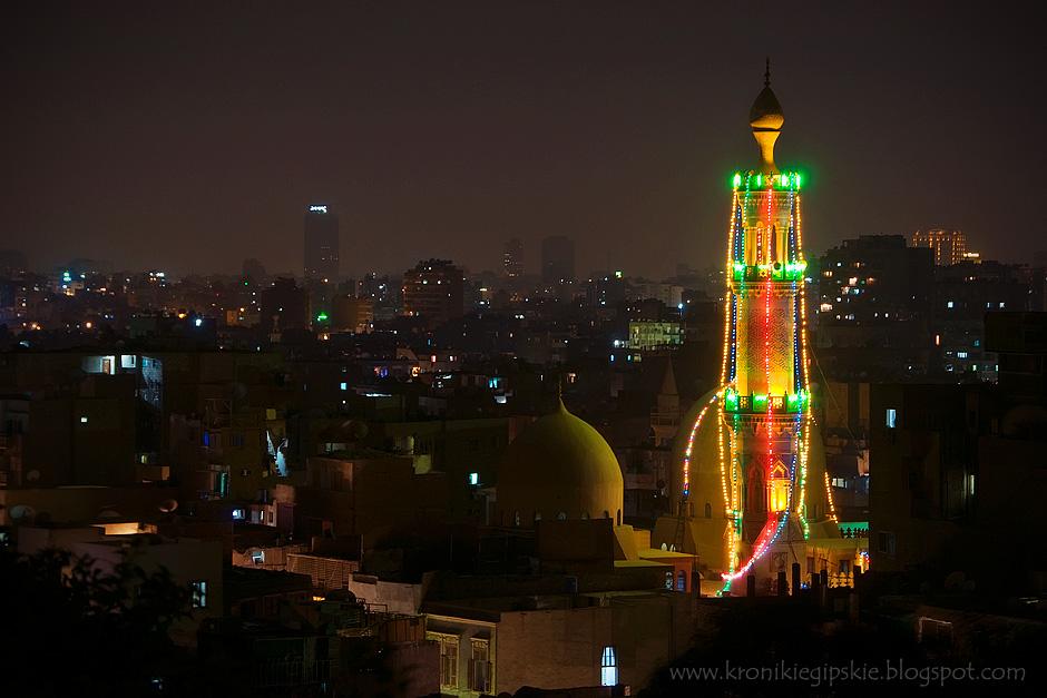 3. EGIPT, Kair. Muzułmanie traktują Ramadan jako czas skupienia się na modlitwie i oderwania od świata doczesnego. Wybrane meczety dekorowane są z okazji tego święta. (Fot. Anna Krukowska)