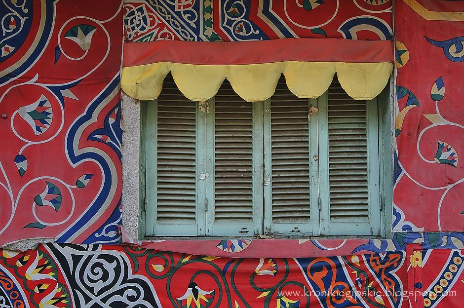 13. EGIPT, Kair. Wraz z rozpoczęciem Ramadanu na ulicach pojawiają różnego typu ozdoby, które często wiszą jeszcze długo po jego zakończeniu. (Fot. Anna Krukowska)