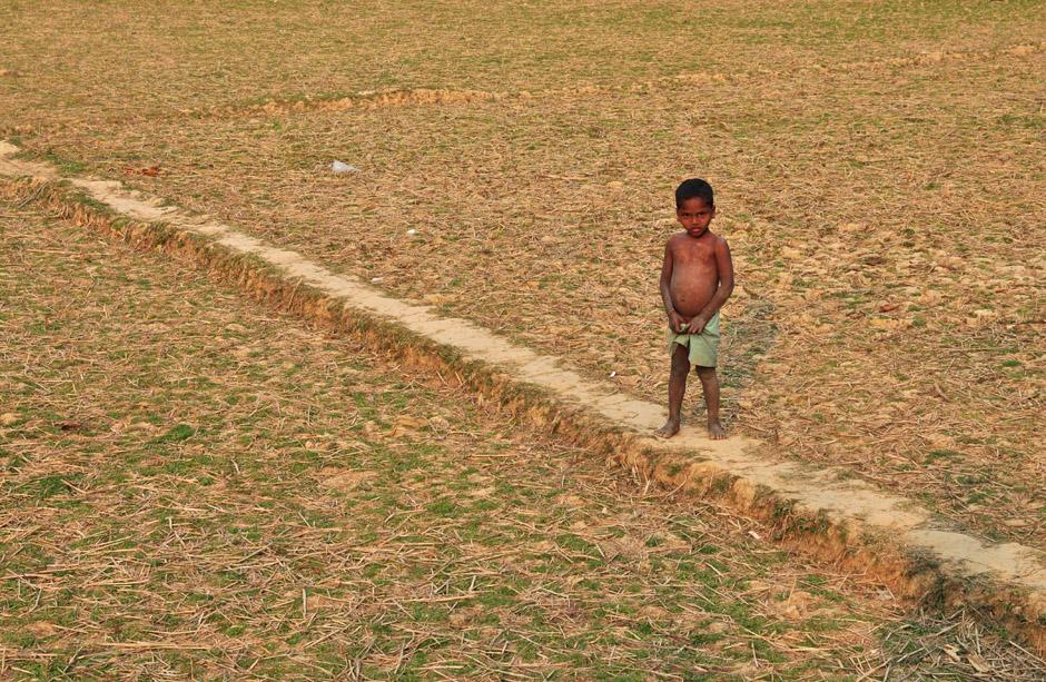 Dzieci w bangladeszu od małego pomagają w pracy rodzicom