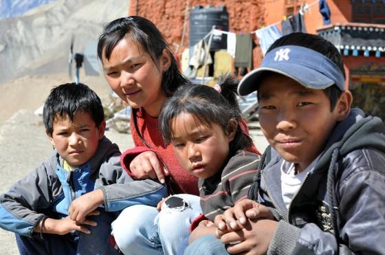 Nepal. wioska Jharkot. Młodzi mieszkańcy