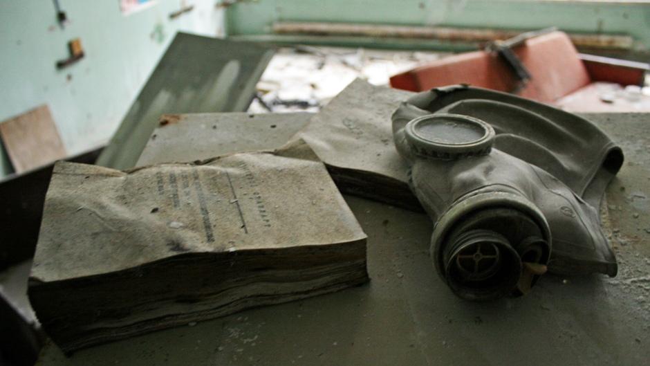 9. UKRAINA, Prypeć. Skład masek znajdował się w szkole podstawowej, jednak dzisiaj maski można znaleźć w różnych częściach miasta, na przykład na poczcie. (Fot. Ewa Serwicka)