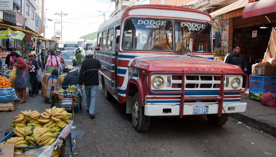 1. BOLIWIA, Sucre. Do Mercado dojeżdżam autobusem. (Fot. Piotr Horzela)