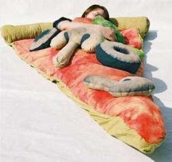 Pyszny śpiwór pizza (fot. likecool.com)