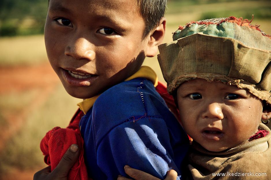 Rodzina w Birmie. Zdjęcie z okolic Kalaw