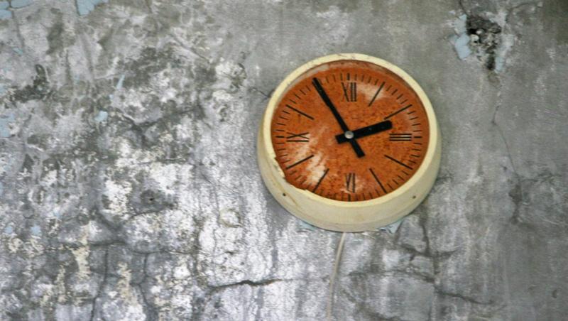 Zardzewiały zegar w Prypeci (Fot. Ewa Serwicka)