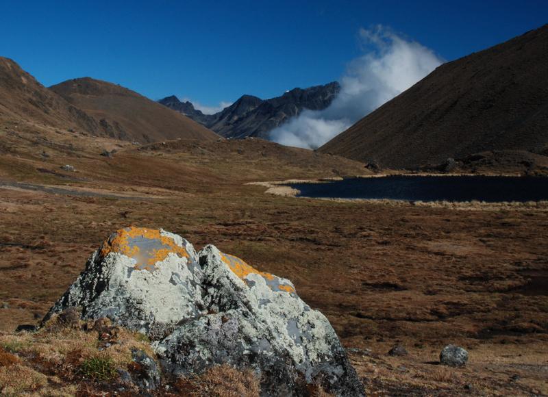 Jedno z urokliwych jeziorek, których pełno w Apolobambie. (Fot. Marcin Kruczek)