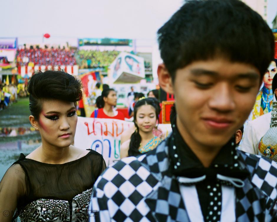 Młodzi chłopacy z Tajlandii w stylu punk rock