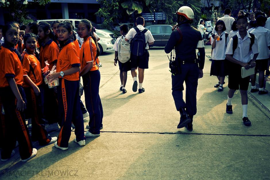 Tajcy policjanci na ulicach Bangkoku