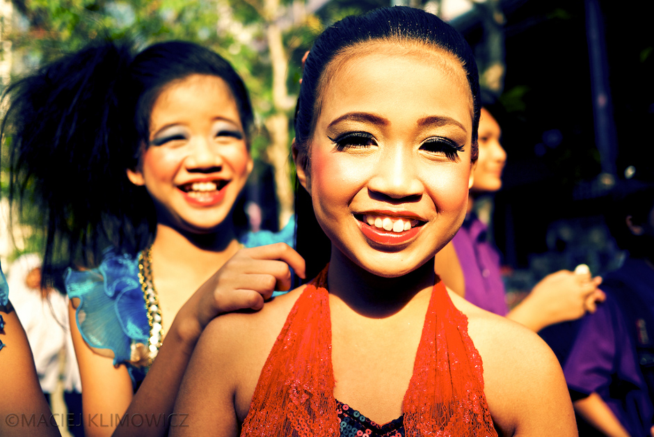 Młode Tajki uwielbiają się malować
