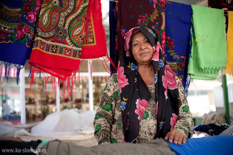 Przekupka na bazarze w Turkmenistanie