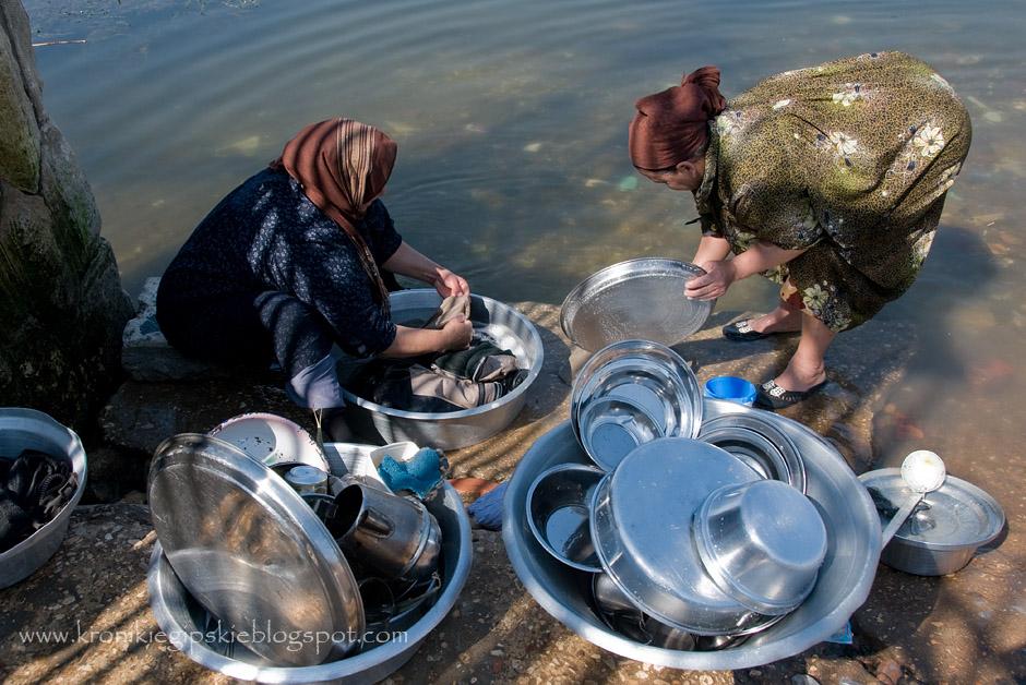 Pranie i mycie naczyń nad Nilem