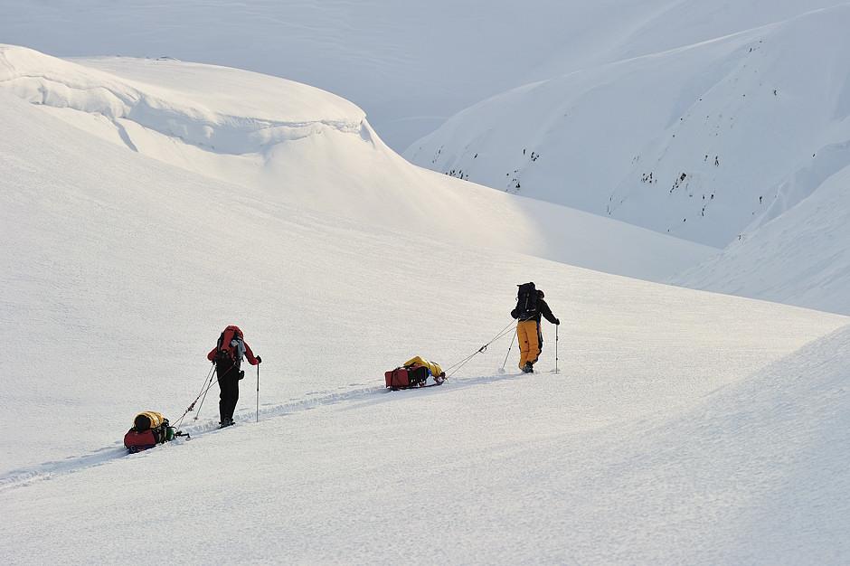 Przeprawa z saniami przez Spitsbergen