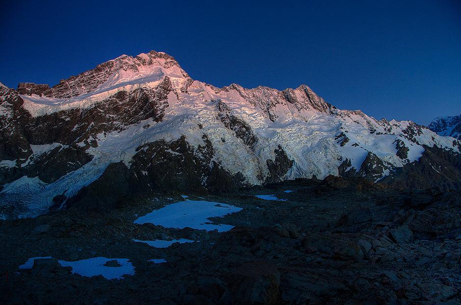 Mt Sefton w promieniach porannego słońca