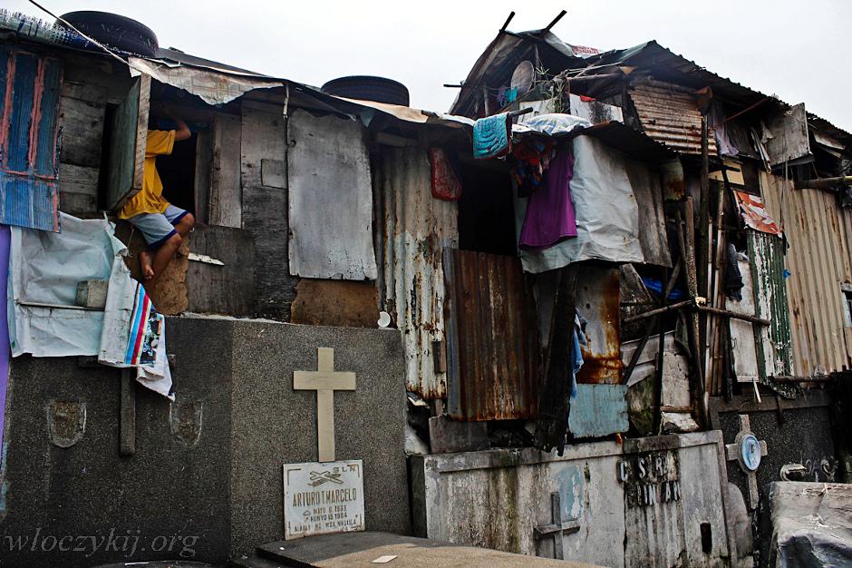 Życie na cmentarzu w Manilii