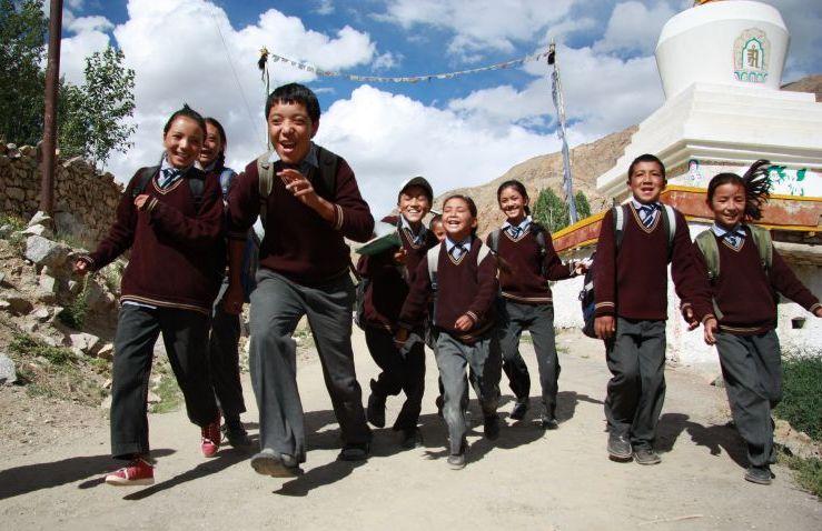Dzieci w drodze do szkoły, Ladakh. Indie