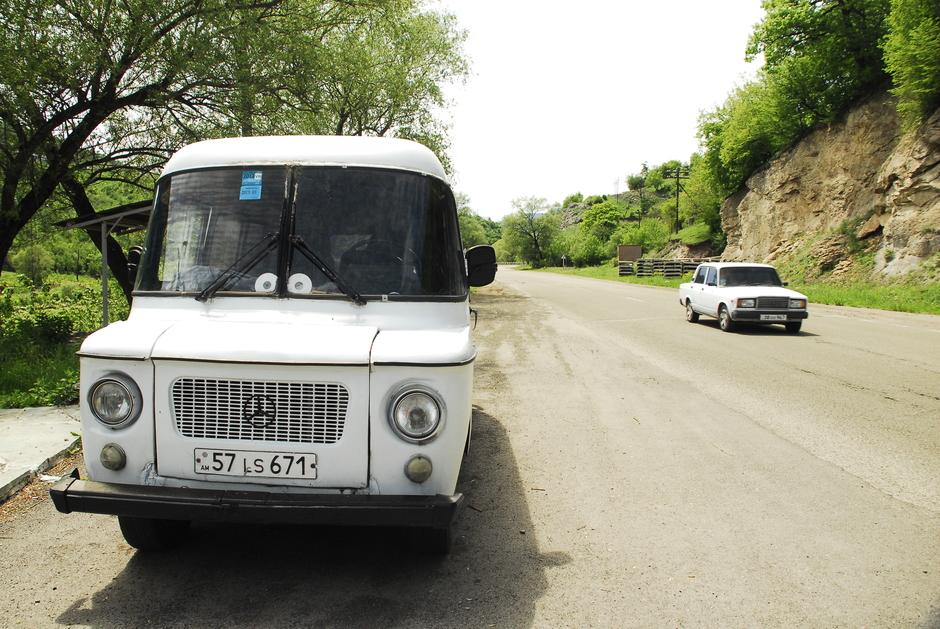 Stara nysa na armeńskiej drodze