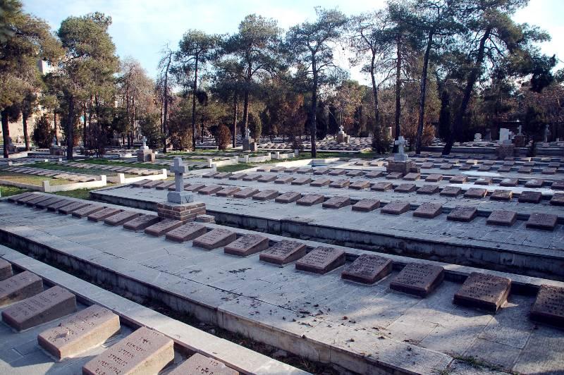 Polskie groby na cmentarzu w stolicy Iranu Teheranie