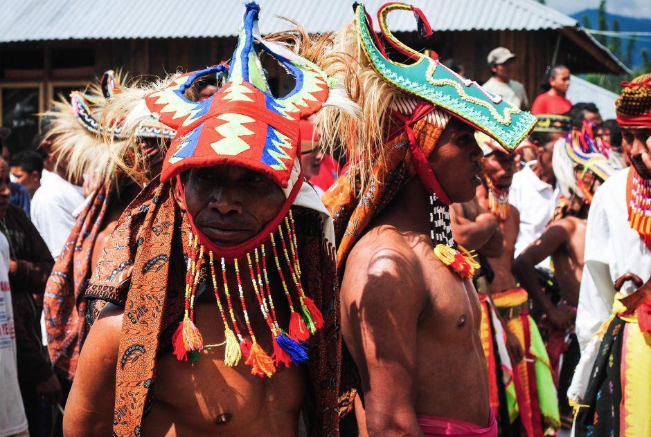 Wojownicy z ludu Manggarai. Zdjęcia z Indonezji