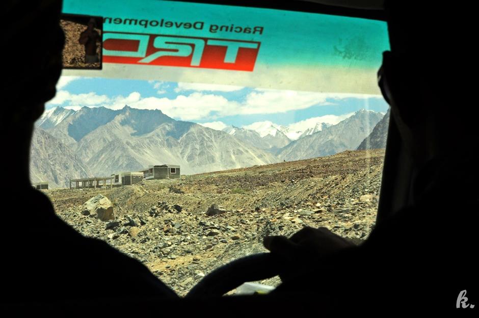 Przez Himalaje można przejechać autostopem