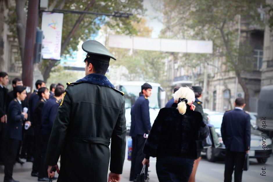 Moda na ulicach stolicy Azerbejdżanu Baku