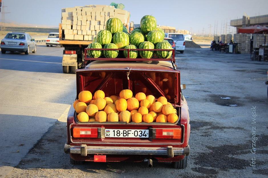 Auto pewłne ormiańskich owoców - wakacje w Azerbejdżanie