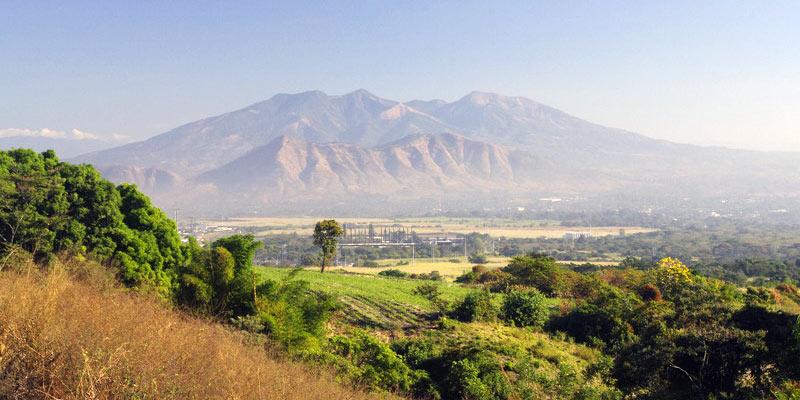 Góry widoczne za San Salvador
