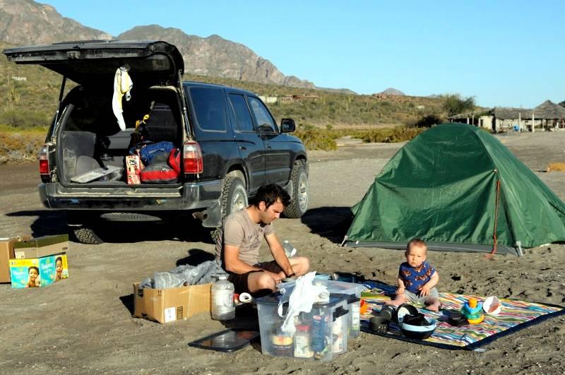 Spanie z dzieckiem w namiocie