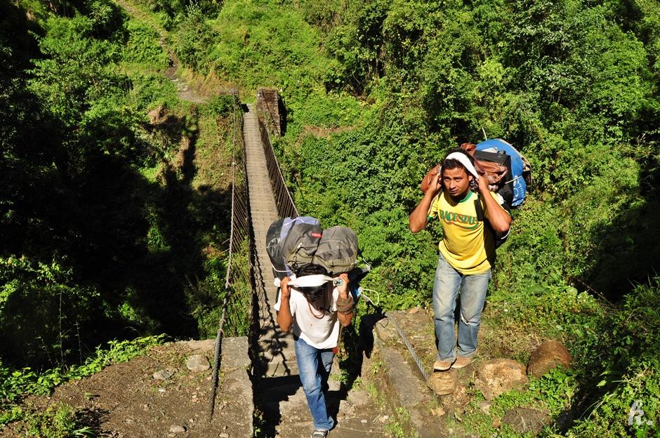 Nepalscy tragarze - wyprawa w Himalaje