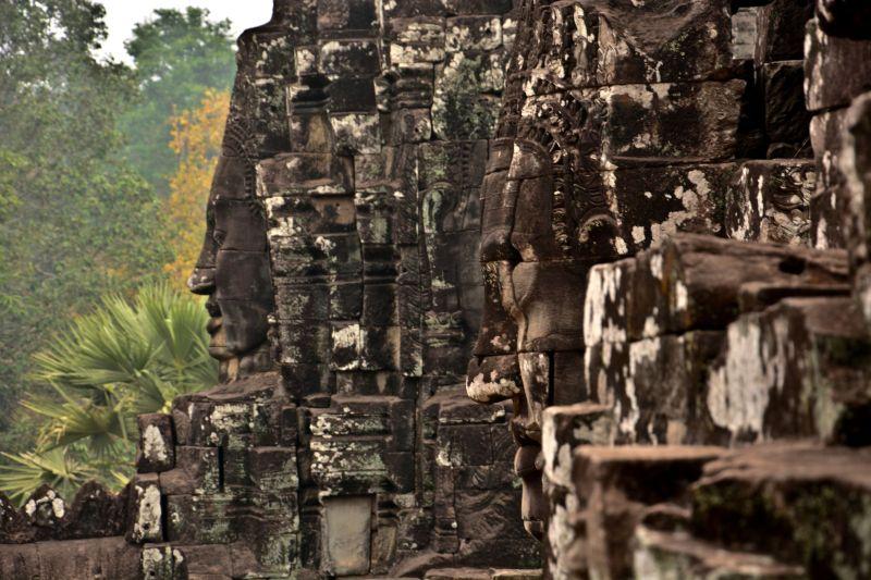 Kamienne posągi Buddy w Kambodży