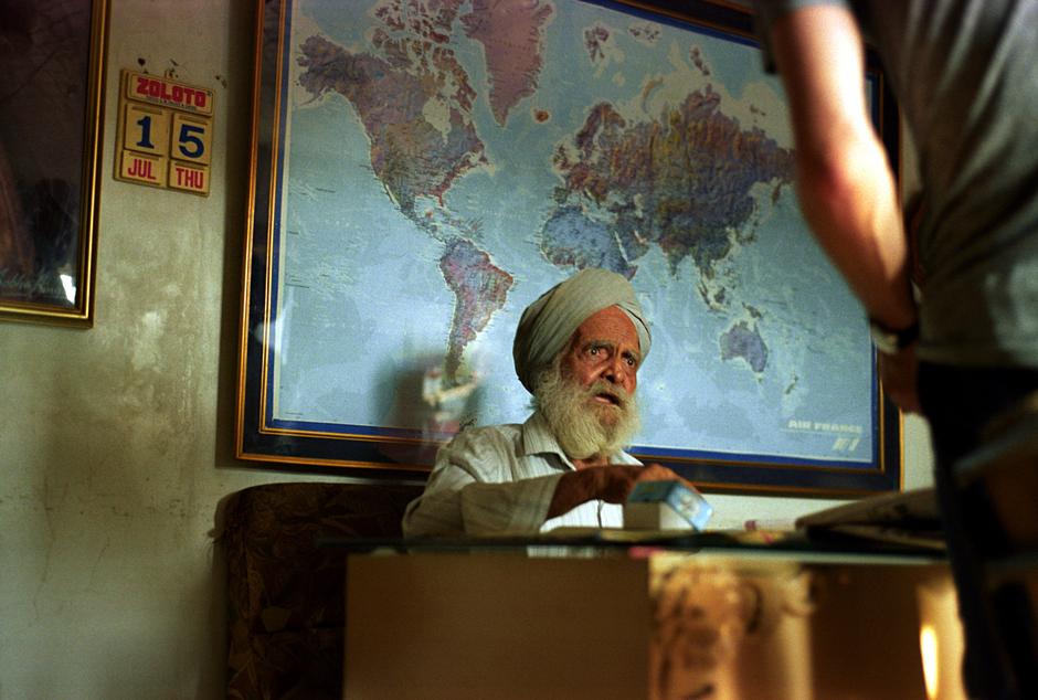 Dziadek z biura podróży w Indiach