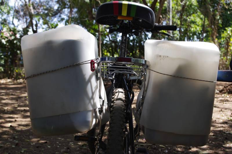 Sakwy rowerowe z kanistrów