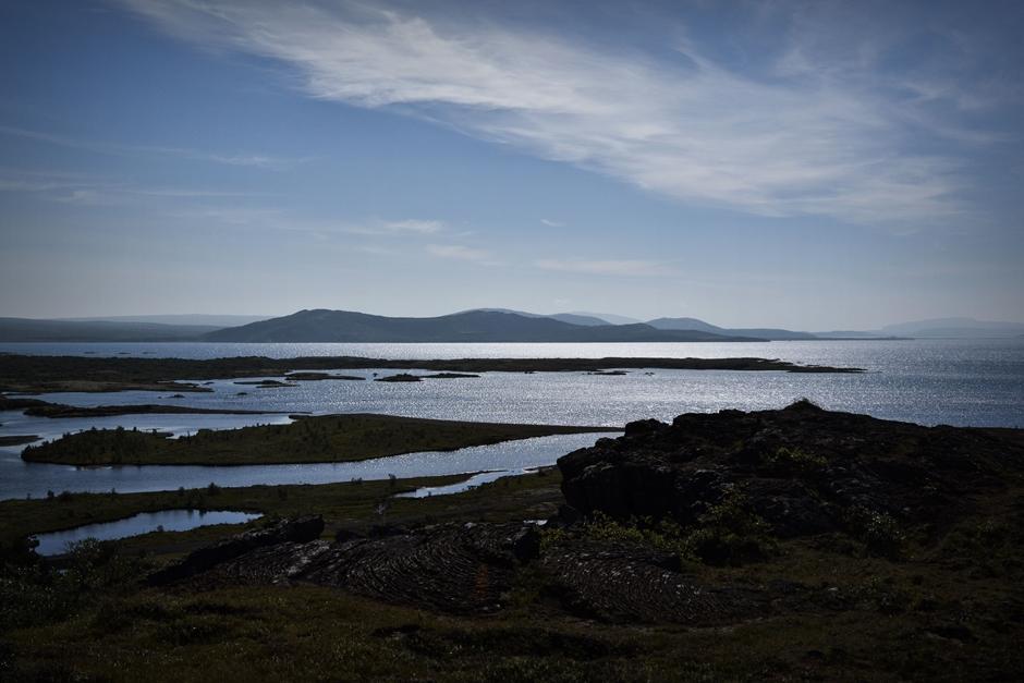 Islandia poprzecinana jest rzekami biorącyki swój poczatek z lodowców
