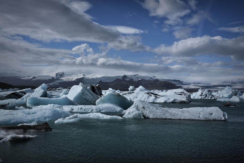 Polodowcowe jezioro na Islandii - foto