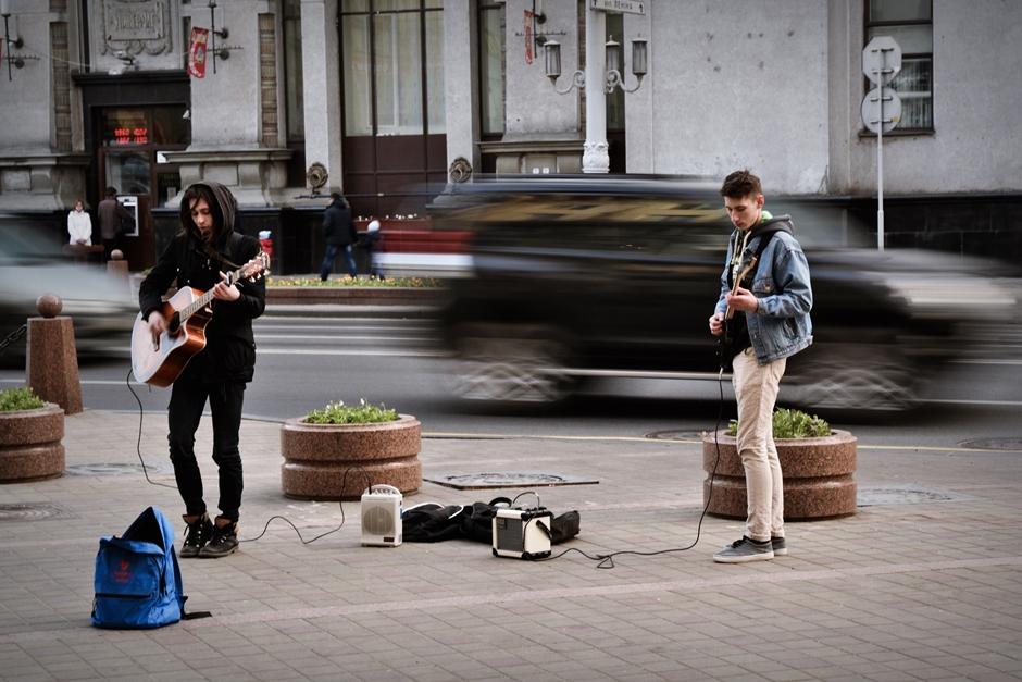 Muzycy na ulicy Lenina w Mińsku - foto