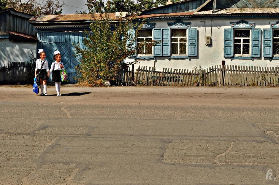 Kirgiskie nastoletnie uczennice foto