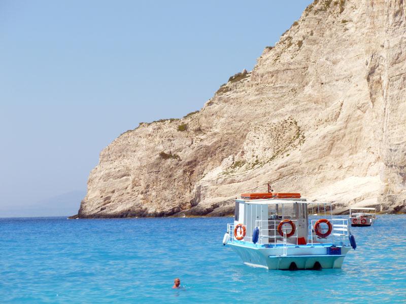 Kamieniste wybrzeże greckiej wyspy Zakinthos