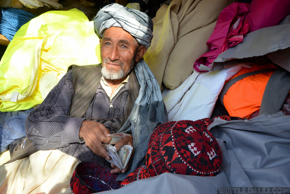 Mężczyzna z bazaru - zdjęcia z Afganistanu