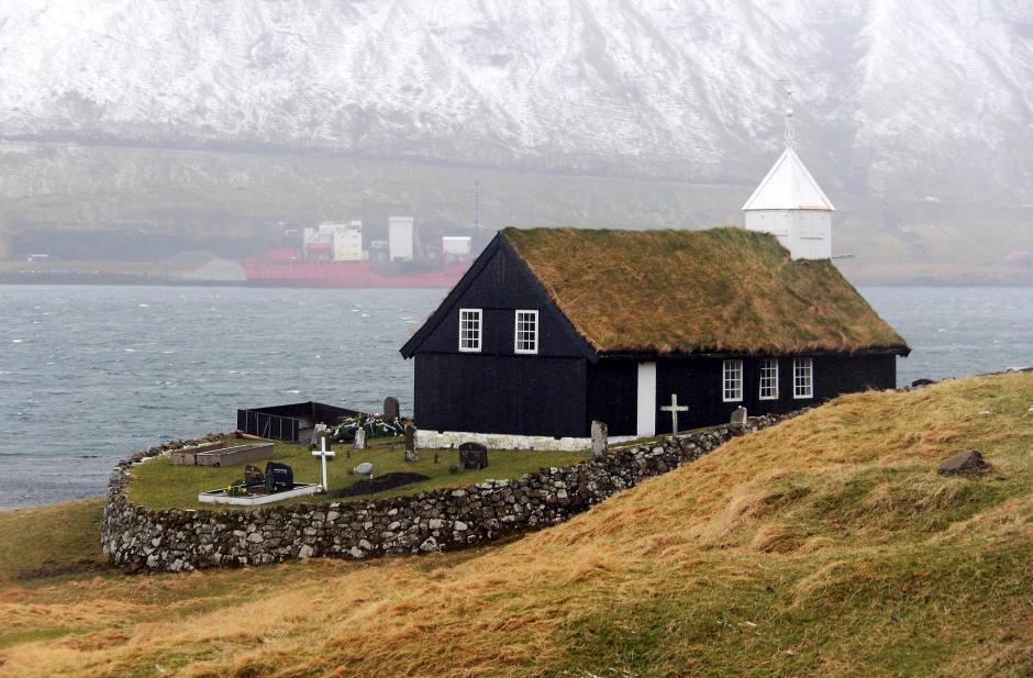 Zabytkowy kościół na Wyspach Owczych - foto