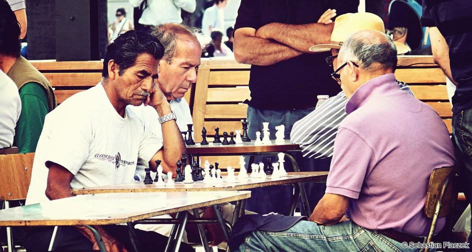 Uliczna partia szachów, Valparaiso w Chile