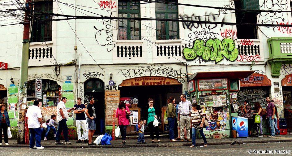 Ulica w Valparaiso, podróż przez Chile i Amerykę Południową