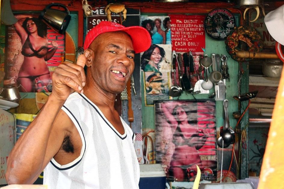 Antigua i Barbuda, bar w St. John's - foto z podróży po Karaibach