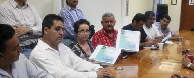Al centro, María Cristina González Márquez y el entonces diputado presidente de la Comisión de Hacienda Rigoberto Salazar