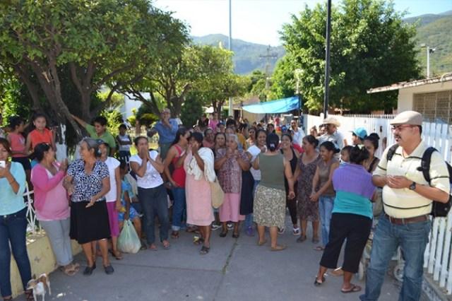 Así celebraron integrantes del Consejo Indígena por la Defensa del Territorio de Zacualpan la elección de Taurino Rincón como nuevo presidente del Comisariado de Bienes Comunales.