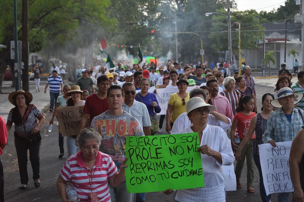 """Repudian gasolinazo y """"propuestas huecas"""" de Nacho"""