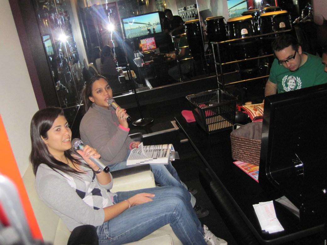 En el karaoke