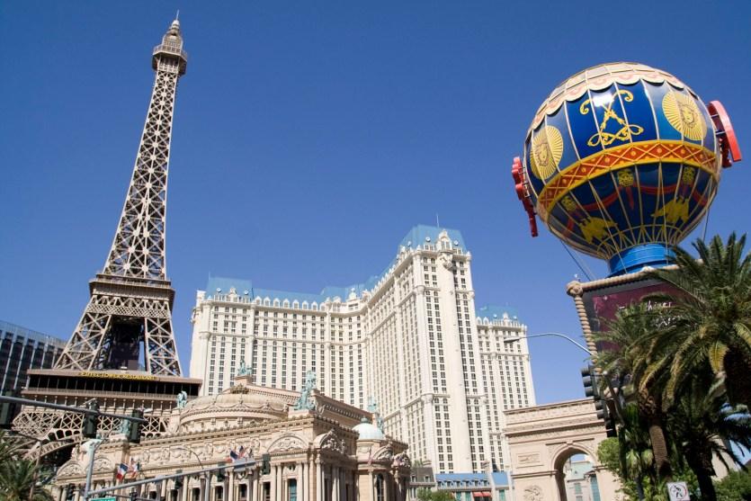 Vista general del hotel y casino París en Las Vegas
