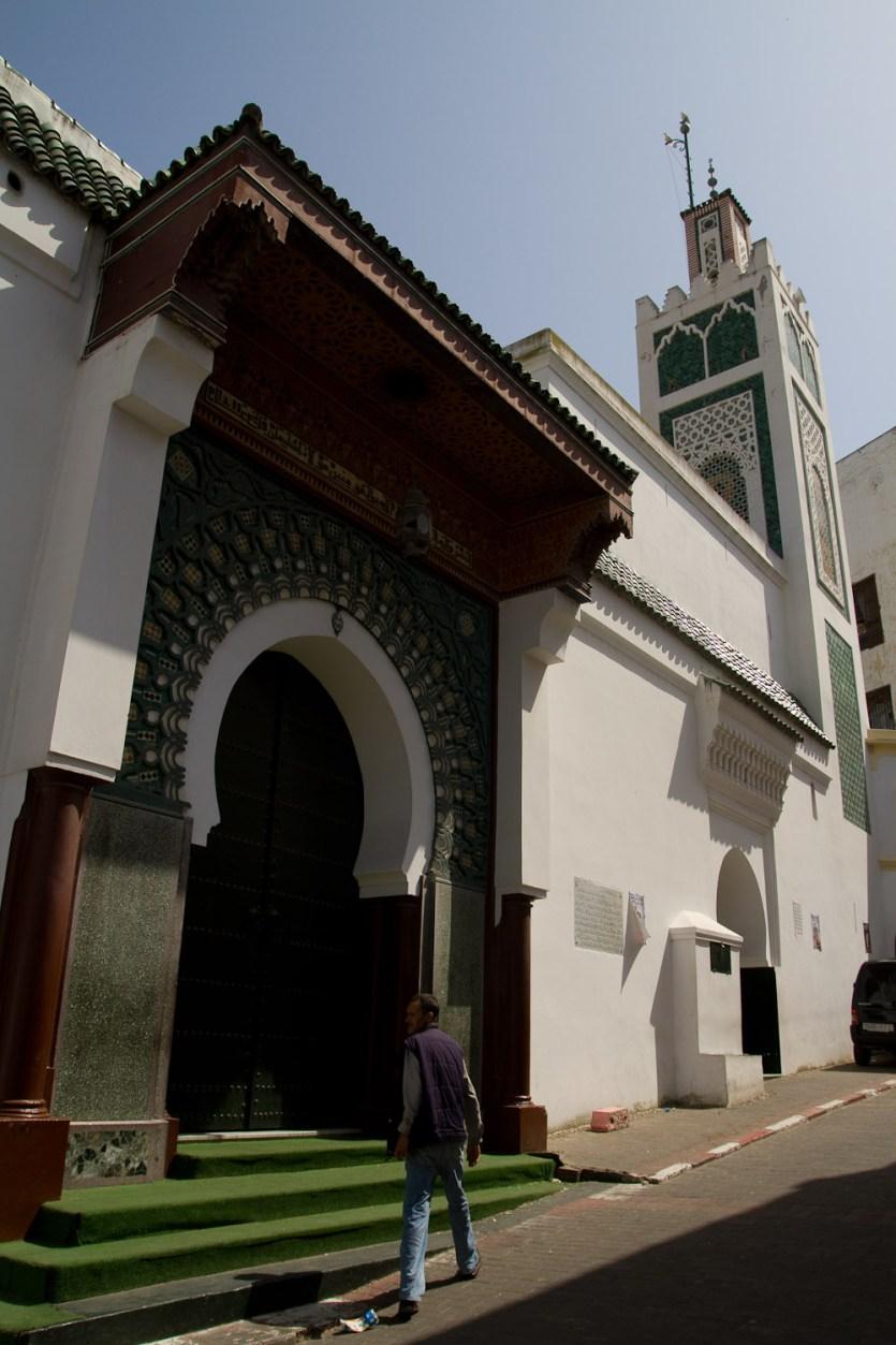 La gran mezquita en la medina - Tánger, Marruecos