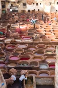Barrio de los curtidores de cuero de la antigua medina de Fez, Marruecos