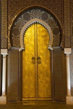 Puerta del palacio imperial de Fez, Marruecos