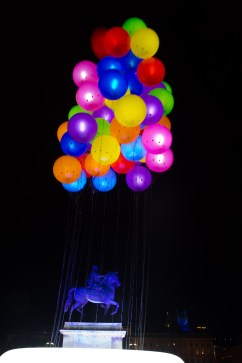 """Fête des lumières 2011 de Lyon, Francia: """"I Love Clouds"""" en la plaza Bellecour"""